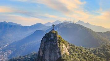 veduta aerea del cristo redentore e della città di rio de janeiro foto