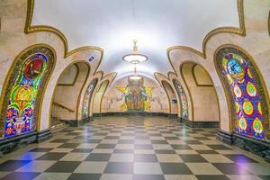 interno della stazione della metropolitana di mosca foto