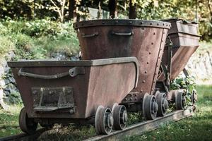 vecchio treno minerario arrugginito foto