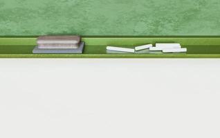 gomma e gesso su una lavagna di scuola foto