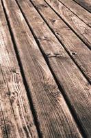 tavolo in legno grezzo foto