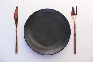 piatto vuoto su sfondo bianco dall'alto in basso foto