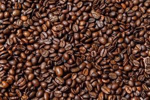 Close-up di sfondo marrone, chicchi di caffè tostati foto