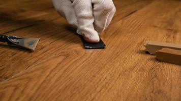 riparazione di parquet in laminato foto