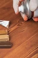 spruzzare la superficie del legno foto