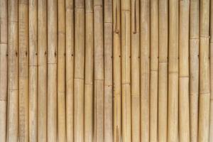 lungo muro di bambù con texture di sfondo foto