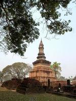 mueang kao, thailandia, 2021 - architettura al parco storico di sukhothai foto