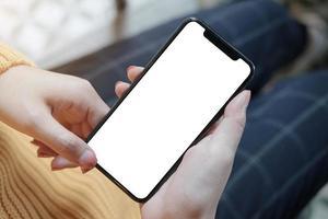 persona che utilizza il modello di smartphone foto