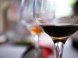 due bicchieri di vino foto