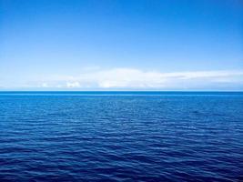 orizzonte dell'oceano foto