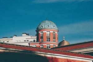 architettura della costruzione sul tetto nella città di bilbao, spagna foto