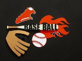 ritaglio di carta di una mazza da baseball vista dall'alto con guanto da ginnastica
