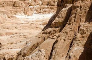 pietra marrone ruvida foto