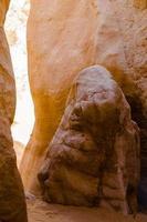 luce e ombra sulla pietra foto