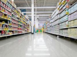 fare la spesa nel negozio del supermercato in Thailandia foto