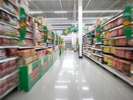shopping nel negozio del supermercato in Thailandia foto