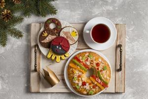 torta spagnola dell'epifania roscon de reyes foto