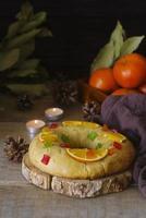 Epifania dolci della torta del giorno con lo spazio della copia della corona foto
