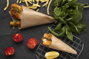 piatto delizioso concetto di patatine fritte di pesce foto
