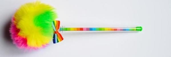 penna multicolore su sfondo bianco foto