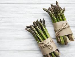 asparagi verdi freschi foto