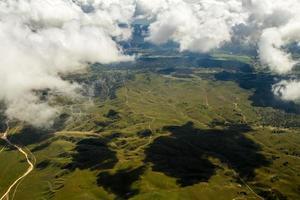 veduta aerea delle montagne della california foto