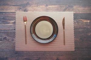 posto impostazione sul tavolo di legno foto