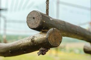 tronchi di legno e corda foto