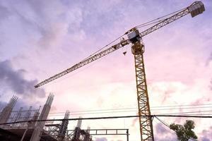 gru a torre gialla della costruzione foto