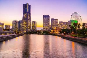 Yokohama skyline della città al crepuscolo, Yokohama, Giappone foto