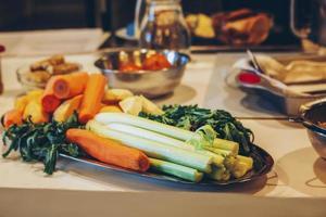 verdure fresche su un piatto foto