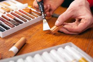 restauro di laminati e parquet per sigillare graffi e scheggiature foto