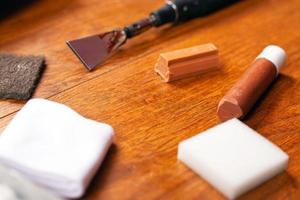 riparazione e restauro di laminati e parquet foto