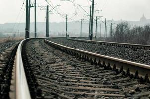 primo piano dei binari del treno foto