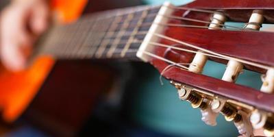 primo piano del collo della chitarra foto