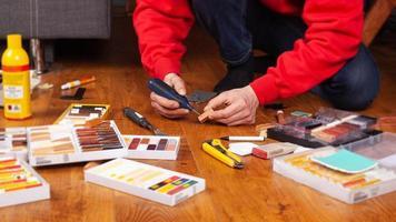 restauro di un primo piano di un pavimento in legno, laminato, parquet foto