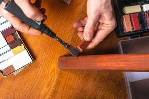 restauro di mobili in legno foto