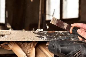pulizia porte da vecchie pitture, restauro riparazione porte in legno foto