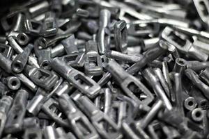 parti metalliche industriali e cerniere spine punte foto