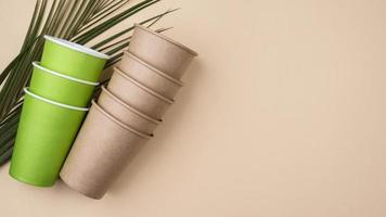 stoviglie usa e getta ecologiche vista dall'alto copia spazio foto