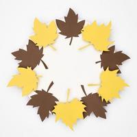 mestiere di ghirlanda di foglie d'acero foto