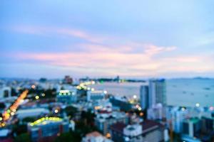 vista sfocata astratta della città di pattaya, thailandia foto