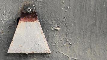 muro graffiato arrugginito foto