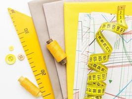 materiali per cucire gialli foto