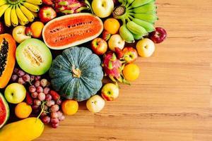 frutta assortita e mista foto