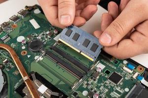aggiornamento della ram in un laptop foto