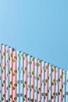 cannucce di carta blu e rosa foto