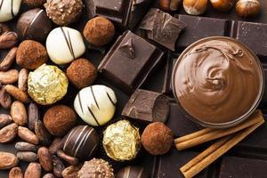 disposizione del cioccolato del primo piano foto