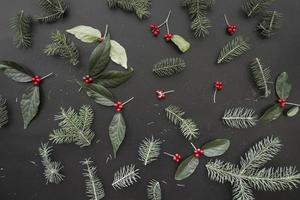 composizione natalizia di rami verdi foto