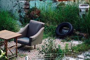 sedie in strada foto